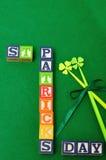 圣帕特里克& x27; s天拼写与五颜六色的字母表块 免版税图库摄影
