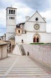 圣弗朗切斯科日落的阿西西,翁布里亚,意大利大教堂  图库摄影