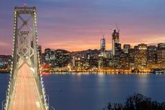 圣弗朗西斯科奥克兰海湾桥梁和旧金山地平线,加利福尼亚,美国鸟瞰图  免版税图库摄影