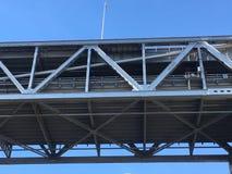 圣弗朗西斯科奥克兰海湾桥梁的旧金山边,从下来下面 库存照片