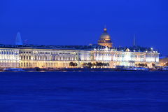 圣彼得堡在晚上 库存照片