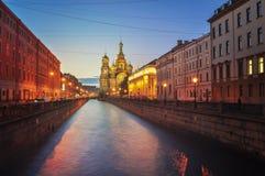 圣彼得堡在晚上 免版税库存图片