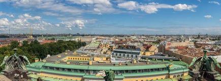 圣彼得堡顶视图从以撒的大教堂的在夏天 俄国 免版税库存照片