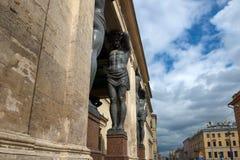 圣彼得堡,亚特兰提斯雕象  免版税库存图片