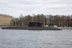 圣彼得堡,俄罗斯,可以03日2017年:俄国潜水艇在涅瓦河的水地区 库存图片
