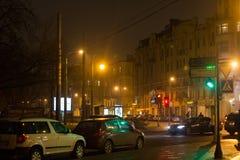 圣彼得堡,俄罗斯- 2014年11月03日:夜街道在圣彼德堡Petrogradsky区  免版税库存照片