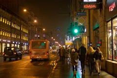 圣彼得堡,俄罗斯- 2014年11月03日:夜街道在圣彼德堡Petrogradsky区  库存图片