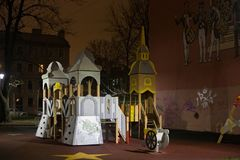 圣彼得堡,俄罗斯- 2014年11月03日:现代儿童` s操场 免版税库存图片