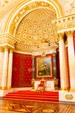 圣彼得堡,俄罗斯- 2017年5月12日:皇家状态偏僻寺院的王位、内部,艺术馆和文化  免版税库存图片