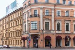 圣彼得堡,俄罗斯- 2014年11月04日:老历史大厦在圣彼得堡的中心 免版税库存图片