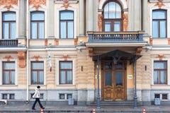圣彼得堡,俄罗斯- 2014年11月04日:老历史大厦在圣彼得堡的中心 库存图片