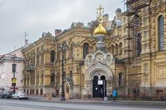 圣彼得堡,俄罗斯- 2014年11月04日:stauropegial正统假定教会的片段在Vasilievsky海岛上的 免版税库存照片