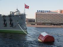 圣彼得堡,俄罗斯2016年9月08日:巡洋舰极光的前甲板枪在圣彼德堡,俄罗斯 图库摄影