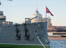 圣彼得堡,俄罗斯2016年9月08日:巡洋舰极光的前甲板枪在圣彼德堡,俄罗斯 免版税库存照片