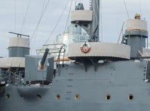 圣彼得堡,俄罗斯2016年9月10日:巡洋舰Avrora的旁边大炮在圣彼德堡,俄罗斯 免版税库存图片