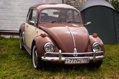圣彼得堡,俄罗斯- 2017年7月08日:老大众汽车Bughouse费斯特节日2017年 在陈列的Volskwagen甲虫 库存照片