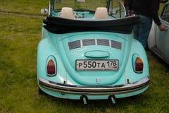 圣彼得堡,俄罗斯- 2017年7月08日:老大众汽车Bughouse费斯特节日2017年 在陈列的Volskwagen甲虫 库存图片