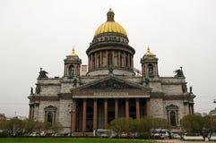 圣彼得堡,俄罗斯- 2014年5月01日:以撒` s大教堂圆顶或Isaakievskiy Sobor,建筑师Auguste de Montferrand看法  免版税库存照片