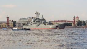 圣彼得堡,俄罗斯- 07/23/2018 :海军游行的准备- BDK-43 `米斯克` 免版税库存图片