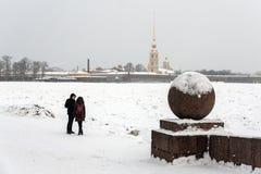 圣彼得堡Vasilievsky海岛唾液夫妇 库存照片