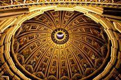 圣彼得大教堂内部圆顶  库存照片