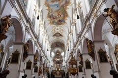 圣彼得大教堂内部在慕尼黑 库存图片