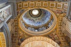 圣彼得大教堂内部在梵蒂冈 库存照片