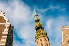 圣彼得教会塔在里加,拉脱维亚 库存照片