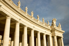 圣彼得教会柱廊  免版税库存照片