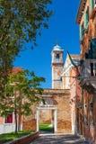 圣彼得罗岛Martire教会在威尼斯,意大利附近的穆拉诺岛海岛 晴朗的日 库存图片
