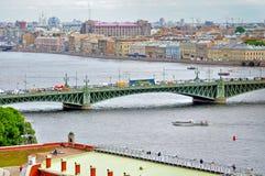圣彼德堡和水地区内娃河-俯视图全景在多云夏日 库存图片