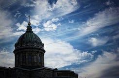 圣彼德堡喀山大教堂云彩的 图库摄影