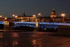 圣彼德堡宫殿桥梁 免版税库存图片