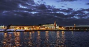 圣彼德堡联交所的大厦 免版税图库摄影