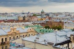 圣彼德堡,俄罗斯屋顶  库存照片