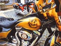 圣彼德堡,俄罗斯, 06 08 2017年:在圣彼德堡街道上的摩托车  库存图片