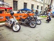 圣彼德堡,俄罗斯, 06 08 2017年:在圣彼德堡街道上的摩托车  免版税库存照片