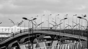 圣彼德堡,俄罗斯- 2017年4月:高速高速公路连接了城市的区高速直径站点在负面因素下 免版税库存照片