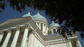 圣彼德堡,俄罗斯- 2019年6月23日:三位一体大教堂 影视素材