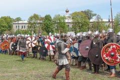 圣彼德堡,俄罗斯- 2017年5月27日:争斗的历史重建的准备在节日的在圣Petersbu 免版税库存图片