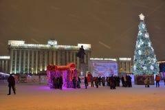 圣彼德堡,俄罗斯- 2017年1月02日:圣诞树和 免版税图库摄影