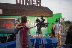圣彼德堡,俄罗斯- 2018年10月31日:在地点的电影工作人员 4K照相机电影摄影师 免版税库存照片