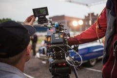 圣彼德堡,俄罗斯- 2018年10月31日:在地点的电影工作人员 4K照相机电影摄影师 免版税库存图片
