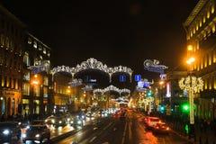 圣彼德堡,俄罗斯- 2016年1月14日:对圣诞节的街道装饰 城市装饰对新年 男孩节假日位置雪冬天 库存图片