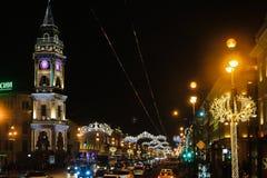 圣彼德堡,俄罗斯- 2017年1月14日:对圣诞节的街道装饰 城市装饰对新年 男孩节假日位置雪冬天 免版税图库摄影