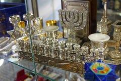 圣彼德堡,俄罗斯- 2017年10月17日:店面洁净在圣彼德堡,俄罗斯伟大的合唱犹太教堂  免版税库存照片