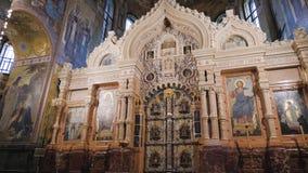 圣彼德堡,俄罗斯- 2019年6月5日:救主的教会内部Spilled血液Spasa被修造的na krovi的 股票视频