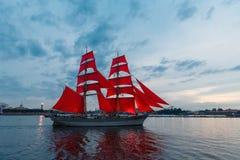 圣彼德堡,俄罗斯- 2018年6月21日:瑞典双桅船Tre Krunu 免版税库存照片