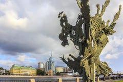 圣彼德堡,俄罗斯- 2015年7月1日:阿尔弗雷德・诺贝尔纪念碑在圣彼德堡,俄罗斯 免版税库存照片