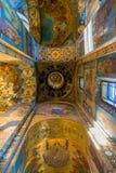 圣彼德堡,俄罗斯- 2017年6月6日 与基督的复活教会血液的救主或大教堂马赛克的天花板  库存照片